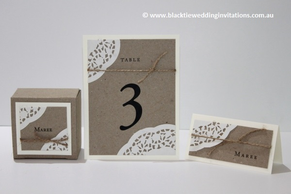 sentimental favour box, table number and place card