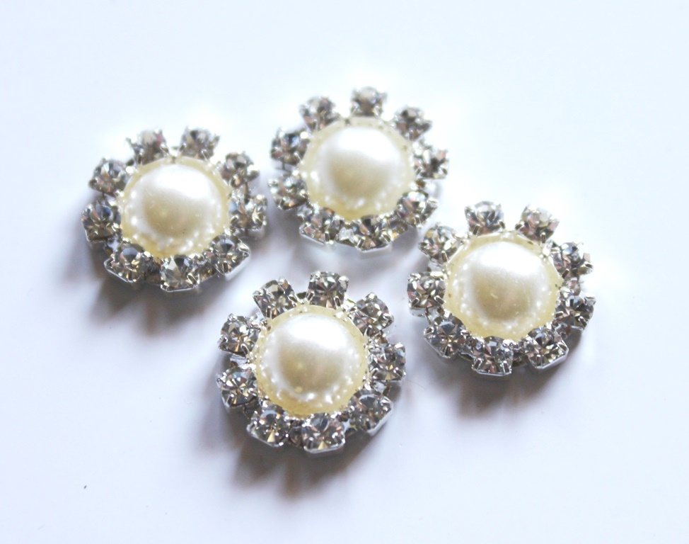 Small round pearl cluster